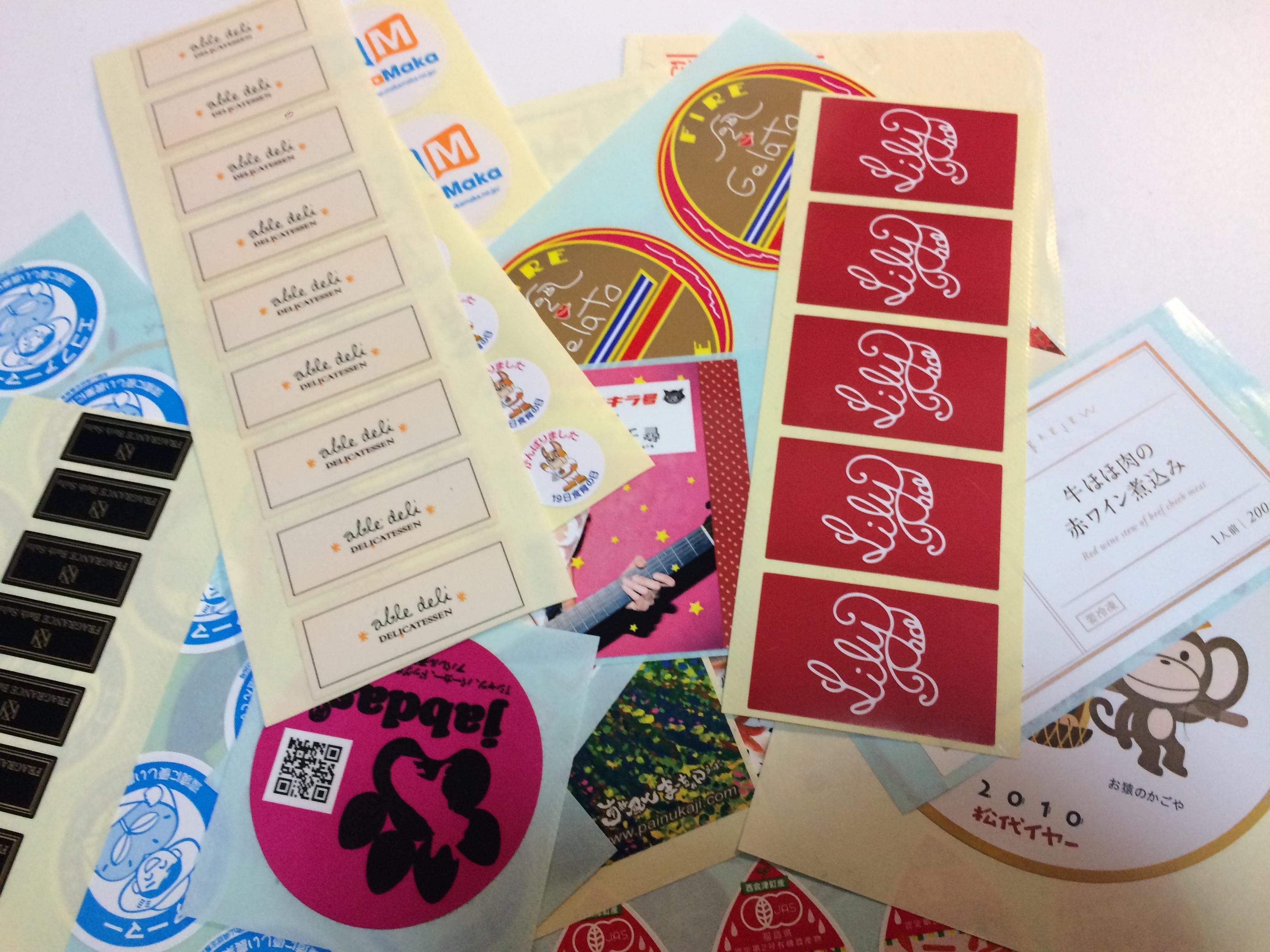 様々なジャンルのシールを大量印刷可能なシール印刷機で格安制作